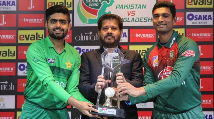 Pakistan, Bangladesh skippers unveil T20I series trophy