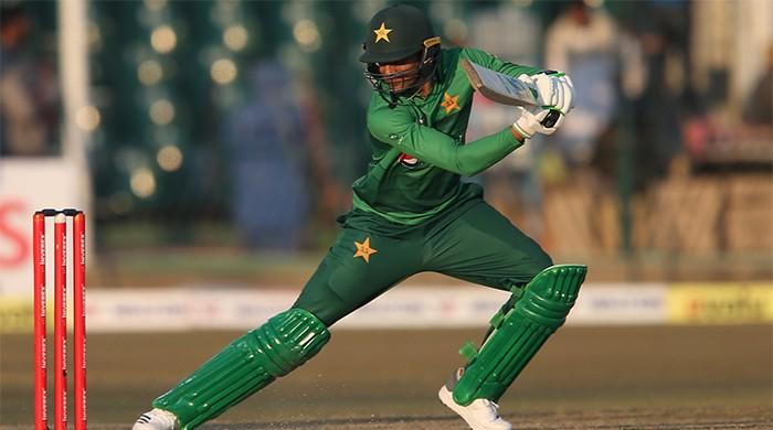 Pakistan beat Bangladesh by 5 wickets courtesy Shoaib Malik's unbeaten 58