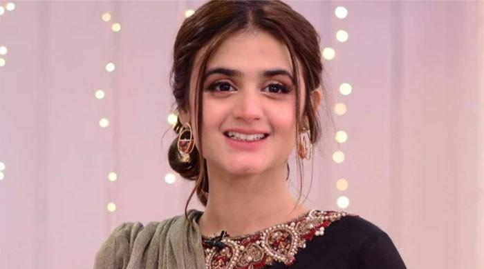 Hira Mani shares adorable photos using new trend on Instagram