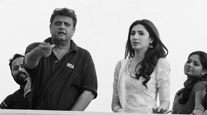 Mahira Khan learns how to fly kites from Rahul Dholakia: see viral photo