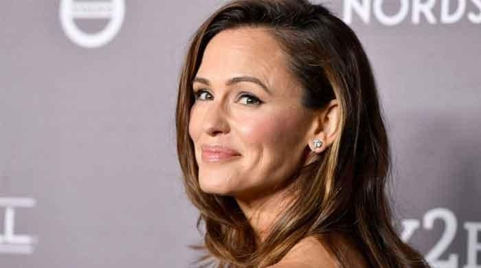 Jennifer Garner ignores Tyler Cameron who attempted to flirt with her on Instagram