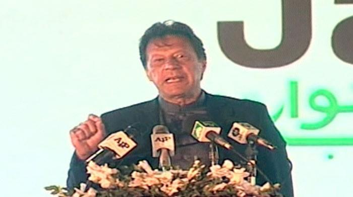 'Ghabrana nahi hay': PM Imran calls on youth to bring Pakistan out of economic crunch