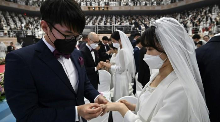 Nearly 6,000 couples in facemasks marry in S Korea despite coronavirus fear