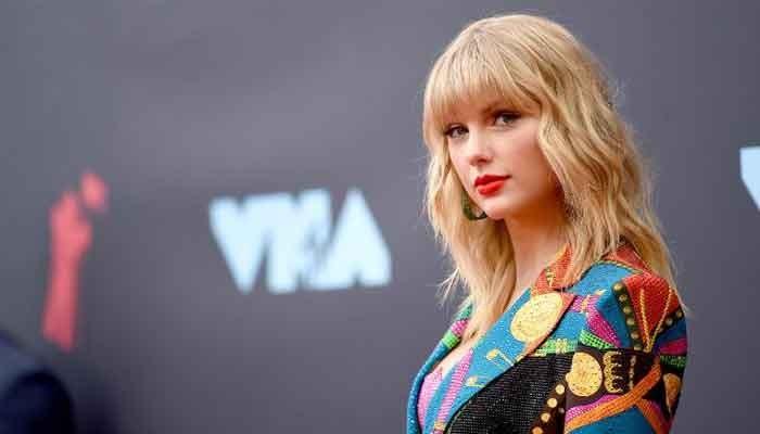 NME Awards: Taylor Swift, boyfriend Joe Alwyn show a moment of PDA