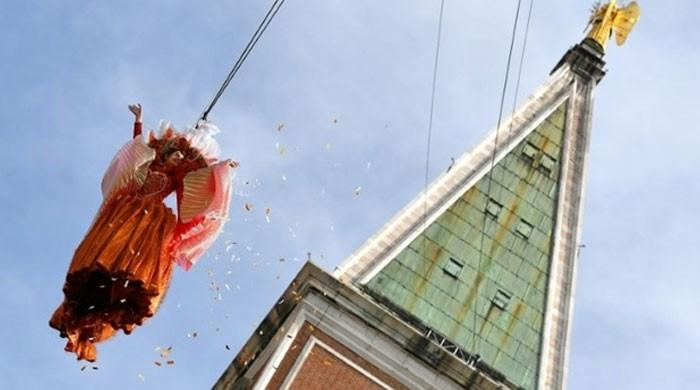 Traditional 'flight of the angel' opens Venice Carnival