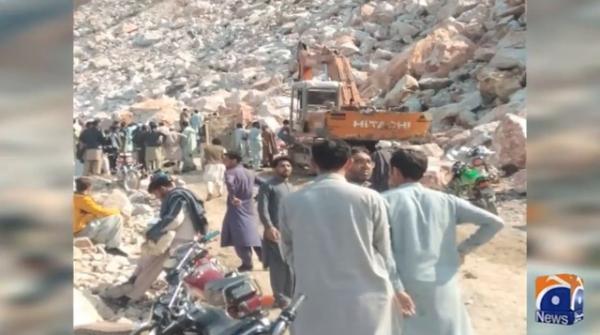 Buner: Nine die as rocks fall on labourers