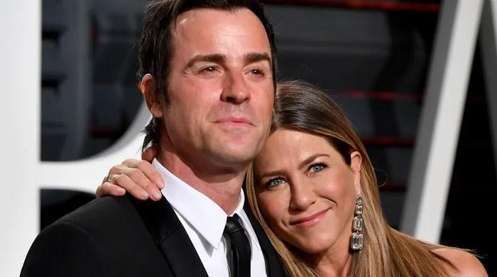 Jennifer Aniston, Brad Pitt fearing the launch of a tell-it-all book by Justin Theroux?