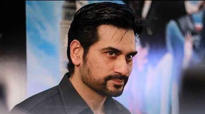 WATCH: Humayun Saeed mobbed by fans in Multan