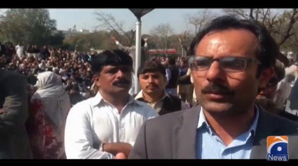 وفاقی دارالحکومت میں سیکرٹریٹ ملازمین کا تنخواہوں میں عدم اضافے کے خلاف دھرنا