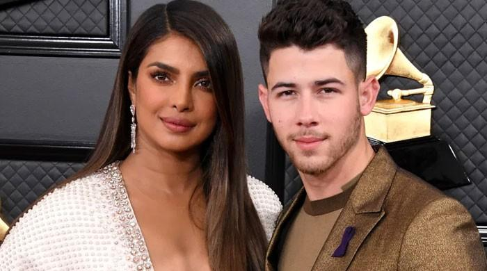 Priyanka Chopra cheers up Nick Jonas on his debut as 'The Voice' coach