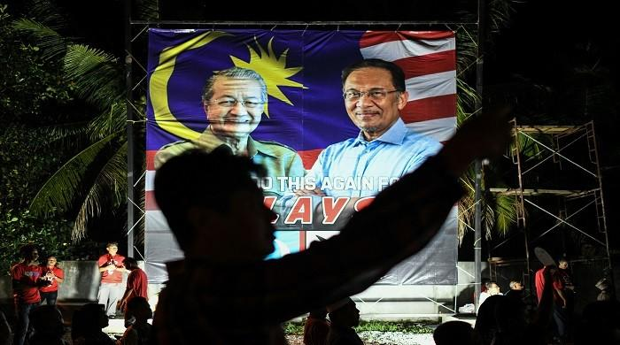 Mahathir, Anwar's power struggle leaves Malaysia in turmoil