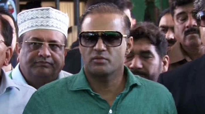 PML-N's Abid Sher Ali forced to leave stage in UK awards show
