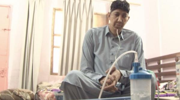 Pakistan's second tallest man Naseer Soomro falls sick