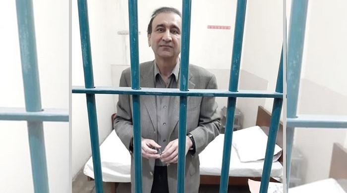 Leak of Mir Shakil's picture in NAB lock-up shows vengeance knows no bounds