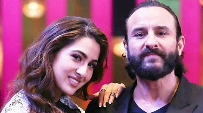Sara Ali Khan squirms as Saif Ali Khan talks about Kareena Kapoor: Watch