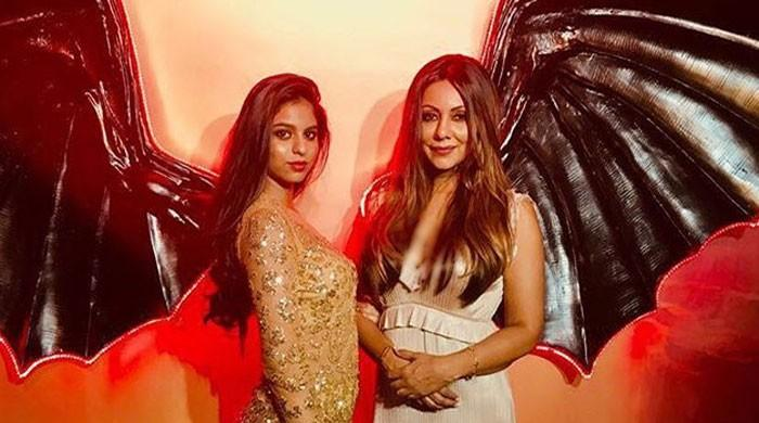 Gauri Khan learns some makeup tips from daughter Suhana