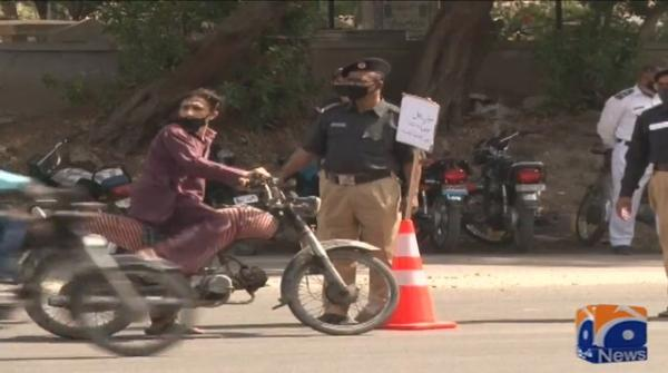 Police, Rangers set up checking pointsin different areas during eight day of Karachi's lockdown