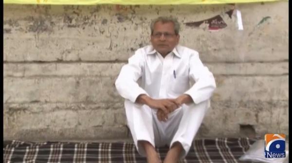 Senior journalist Azhar Munir's hunger strike camp against arrest of MSR