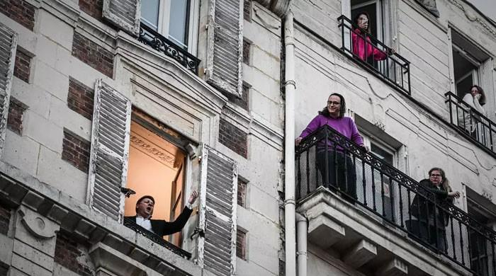Balcony music stars bring joy to their daily audience in France amid isolation