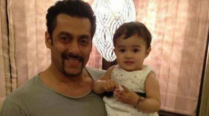 Salman Khan fans gush over his  adorable picture with a kid