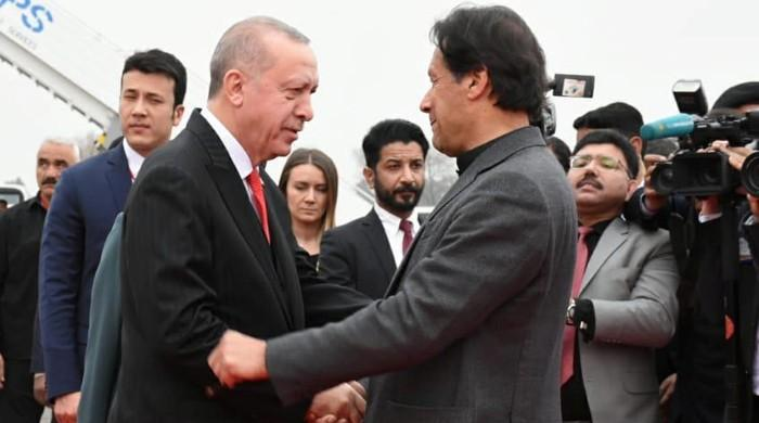 PM Imran, Erdogan express resolve to fight coronavirus together