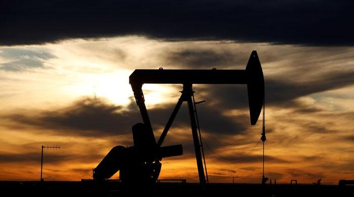 Oil prices fall as Saudi, Russia decide to cut ouput under US pressure