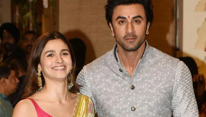 Alia Bhatt, Ranbir Kapoor living together amid lockdown CONFIRMS mom Soni; REVEALS Shaheen staying separately