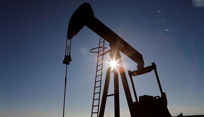 Oil Prices Bounce Back, US Crude Futures Trade Above Zero