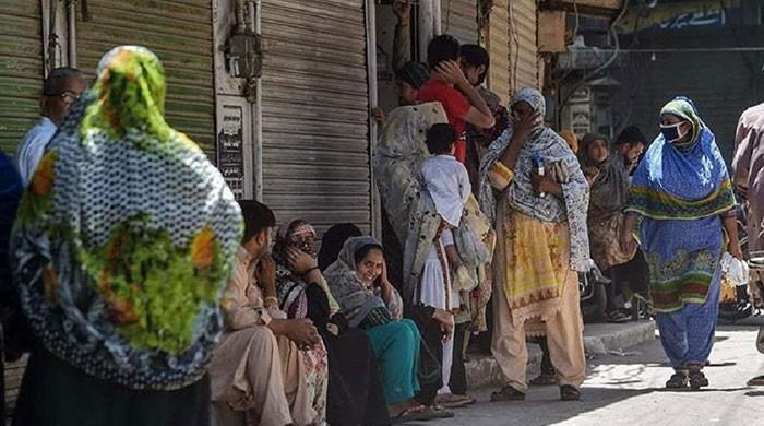 Coronavirus SOPs ignored as residents flock to markets in Lahore