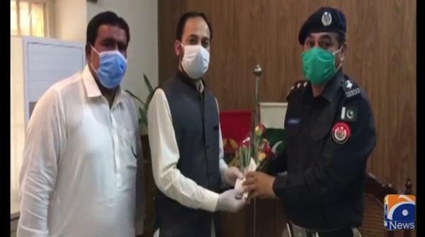 DG NAB Lahore sends bouquets to prisoners