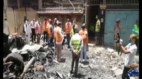 طیارہ حادثہ،وزیرہوا بازی اورسی ای او پی آئی اے کے خلاف مقدمہ درج کرنے کی درخواست دائر
