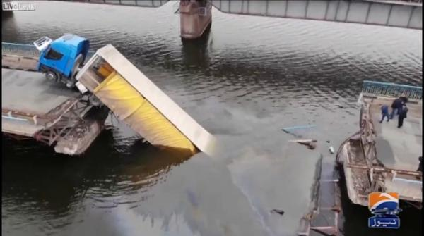 Ukraine: A part of trailer sinks due to sudden collapse of bridge
