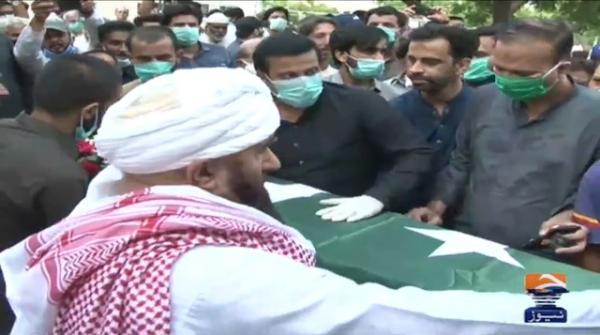 Senior journalist Ansar Naqvi laid to rest in Karachi
