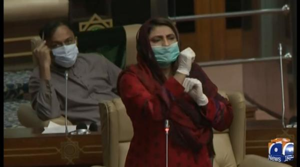 Nusrat Sehar Abbasi slams Azra Pechuho