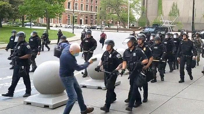 Video: US police officers shove 75-year-old protester, leave him bleeding