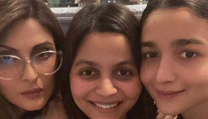Ranbir Kapoor, Alia Bhatt join family get-together at Neetus residence
