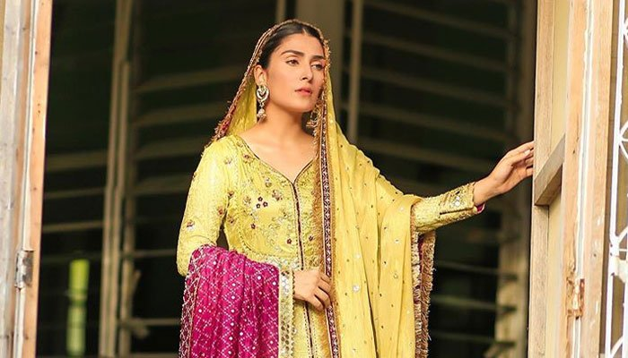 Ayeza Khan looks stunning in latest photos from Mehar Posh 3