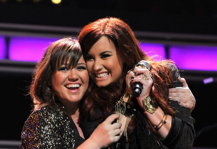 Kelly Clarkson, Demi Lovato reveal their experience of battling mental health issues - Geo News
