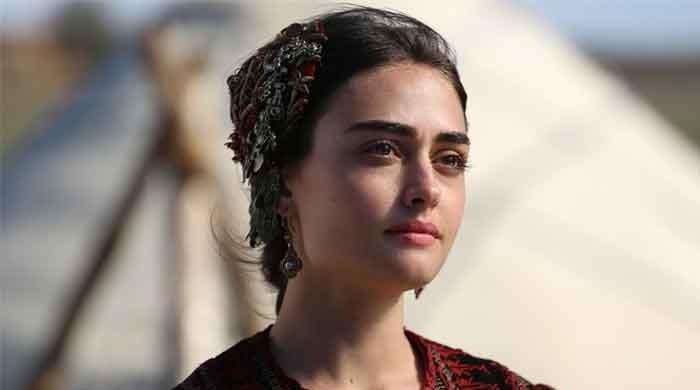 'Ertugrul' actress Esra Bilgic surprises Pakistani fans with Urdu language Insta post