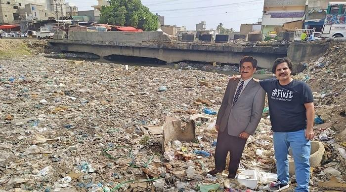 PTI's Alamgir Khan puts cut-out of Sindh CM on Karachi's heavily polluted Gujjar Nala