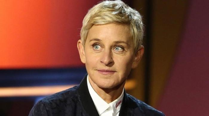 Pictures of 'mean' Ellen DeGeneres trends with #RIPEllen hashtag