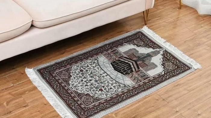 Chinese retailer apologises for 'oversight' after selling Muslim prayer mats as decorative rugs