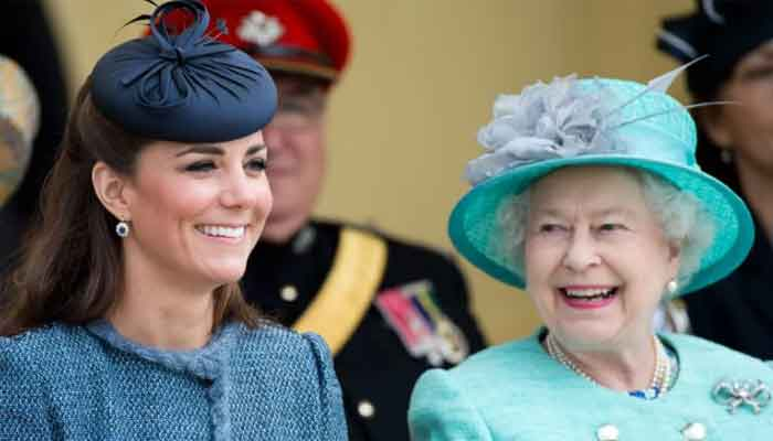 Download Kate Middleton Laughing At Meghan Markle Wedding