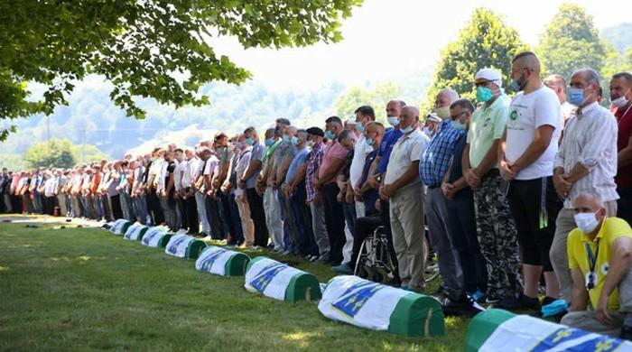 Bosnian Muslims mark 25 years of Srebrenica massacre