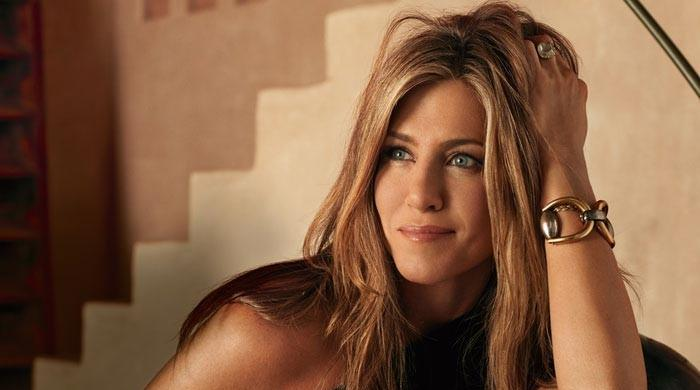 Jennifer Aniston unveils extremely toned body in post-workout self portrait