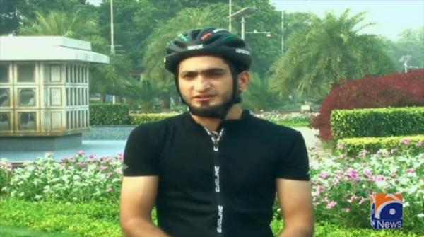 'Speed skating' daredevils descend on Lahore's streets