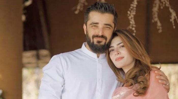 Hamza Ali Abbasi, Naimal Khawar receive parenting advice from Ahmed Ali Butt