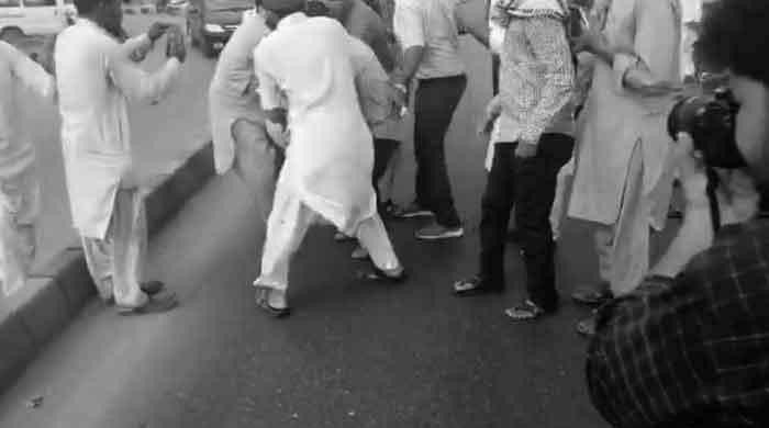 'Cracker blast' injures at least 39 at Kashmir Solidarity Rally in Karachi