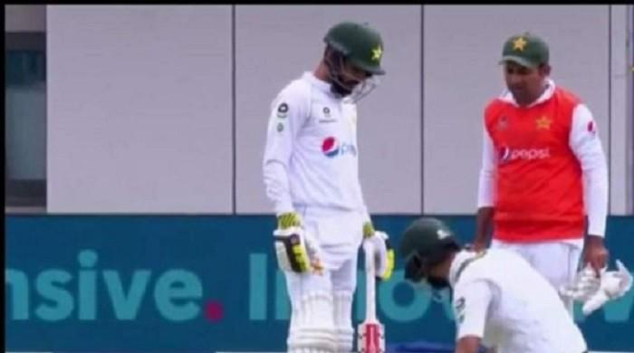 Misbah responds to outcry after Sarfaraz carries shoes as 12th man during Manchester Test