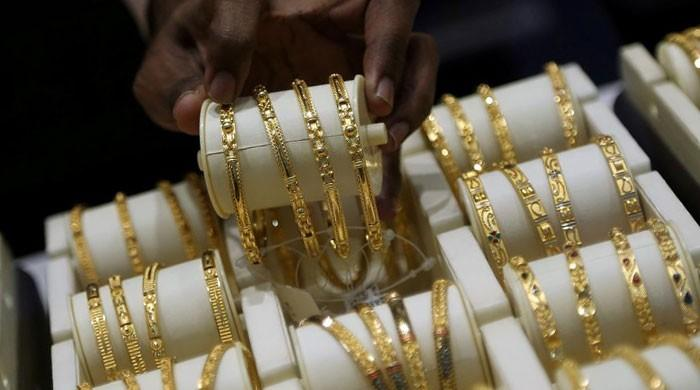Gold rate breaks through Rs132,000-a-tola mark, marking historic high